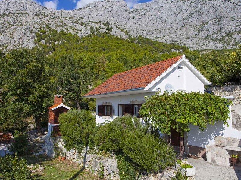 Ferienhaus in ruhiger Lage mit Jacuzzi, alquiler de vacaciones en Tucepi