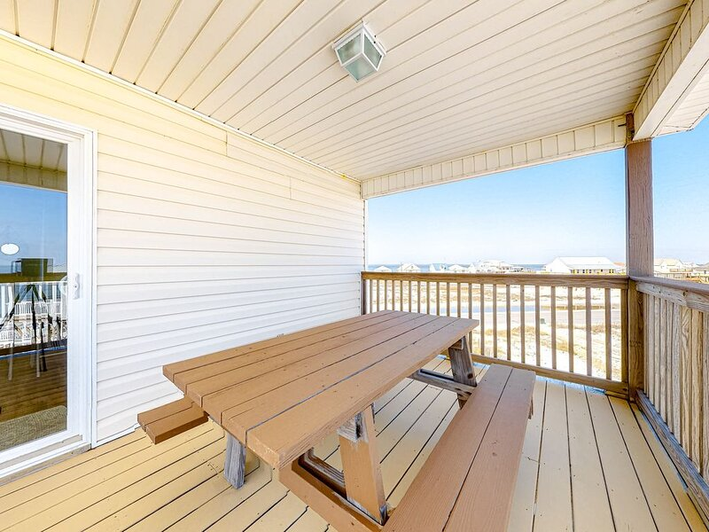 Spectacular Gulf-front home w/covered porch & views - on the beach, holiday rental in Coden