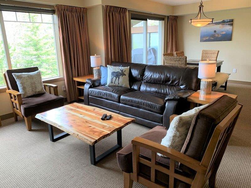 Our 3 bedroom, 2 bathroom suite in Copperstone Resort is 1200 sq, alquiler de vacaciones en Seebe