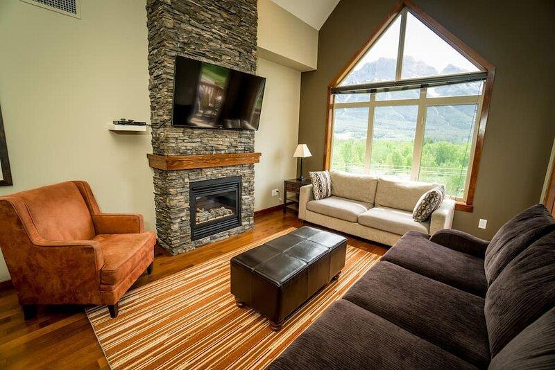 This condominium is a 3 bedroom(s), 2 bathrooms, located in Canmore, AB., alquiler de vacaciones en Kananaskis Country