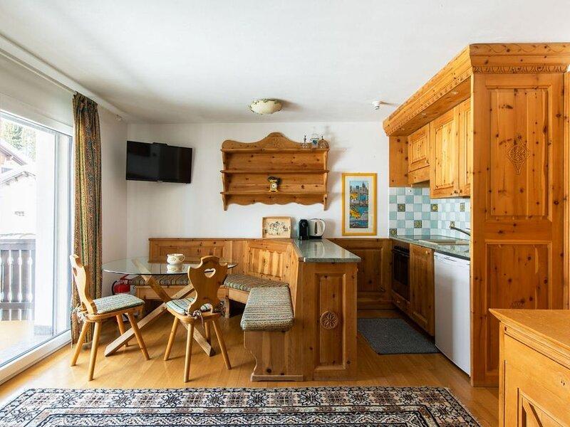 Luminoso monolocale con balcone (CHALET MAISTRA), vacation rental in Sils-Segl Maria