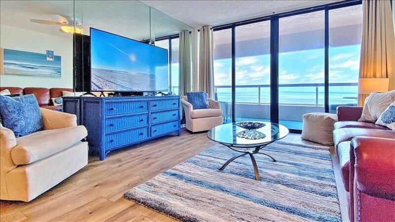 CBC1-11C: Direct  Beachfront Retreat with Endless Amenities in Crescent Beach..., alquiler de vacaciones en Belleair