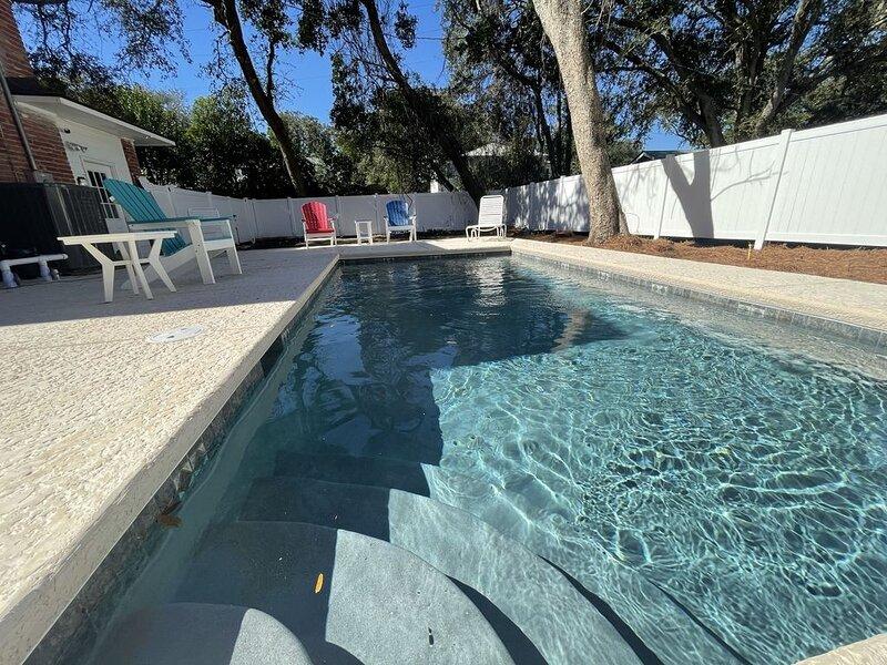 LegaSea - Classic SSI, Pool, Steps to the Sand on East Beach, alquiler vacacional en Sea Island