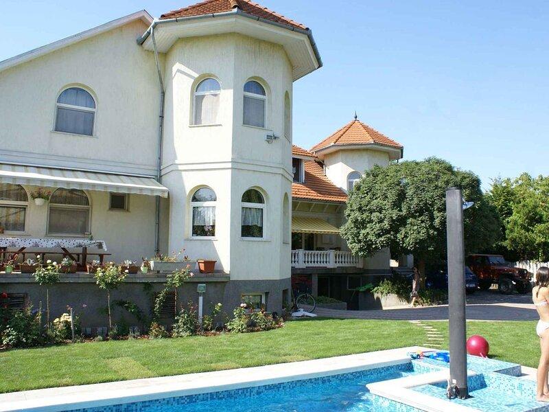 Ferienwohnung mit Pool, aluguéis de temporada em Siofok