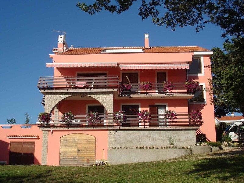 Ferienwohnung mit Terrasse, aluguéis de temporada em Malinska