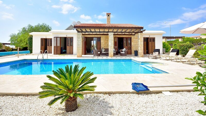 Villa With Private Pool And Sea Views - Car Hire Not Necessary - Heated Pool., holiday rental in Peyia