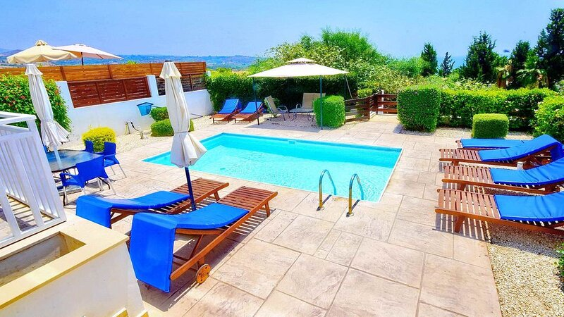 Centrally Located Villa With Private Pool & Sea Views, holiday rental in Kissonerga