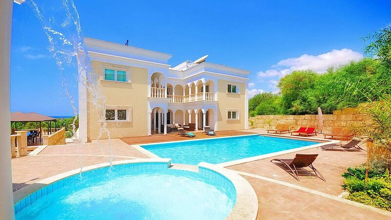 Mansion Style Villa In Coral Bay, vacation rental in Peyia