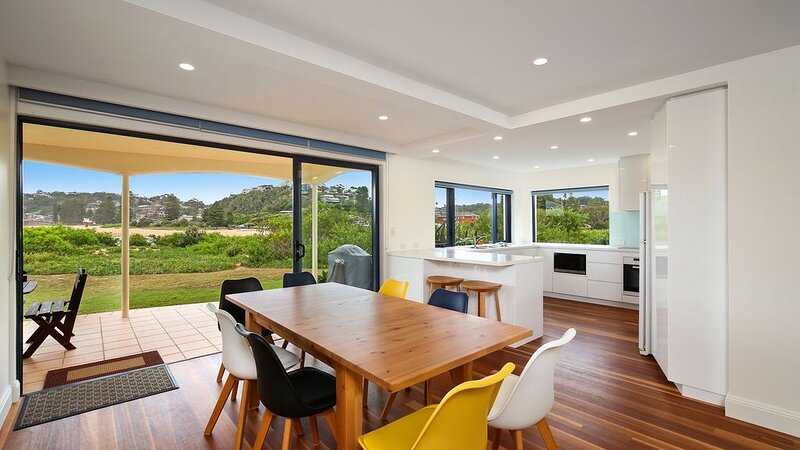 Beachfront Delight - 14b Bareena Avenue, casa vacanza a Avoca Beach