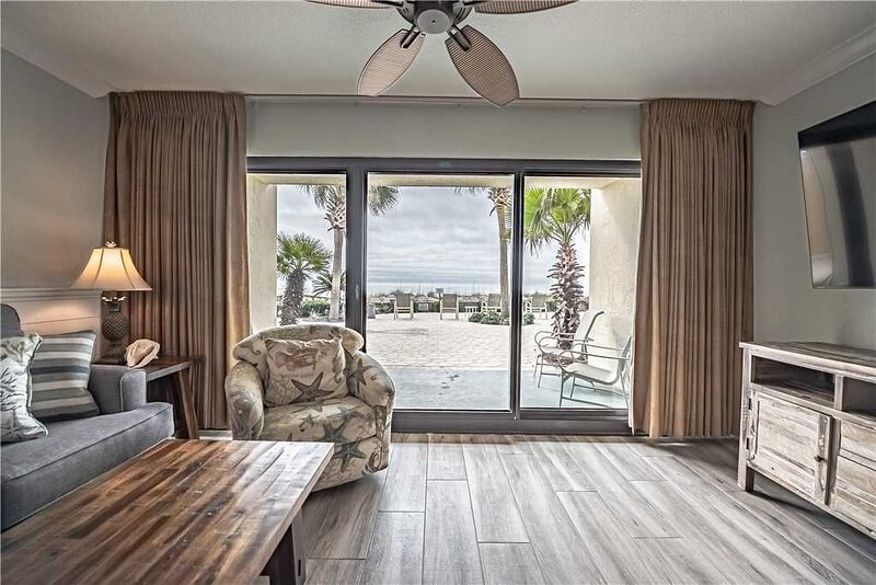 111- Direct BEACH FRONT family friendly paradise. Destin Beach Club, holiday rental in Destin