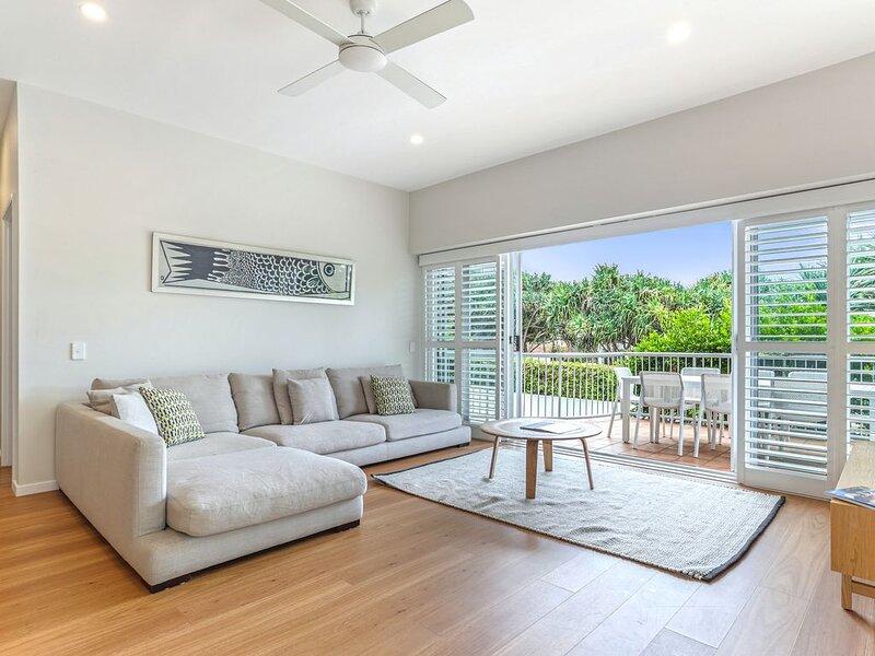 Location, location, Sunshine Beach, holiday rental in Sunrise Beach