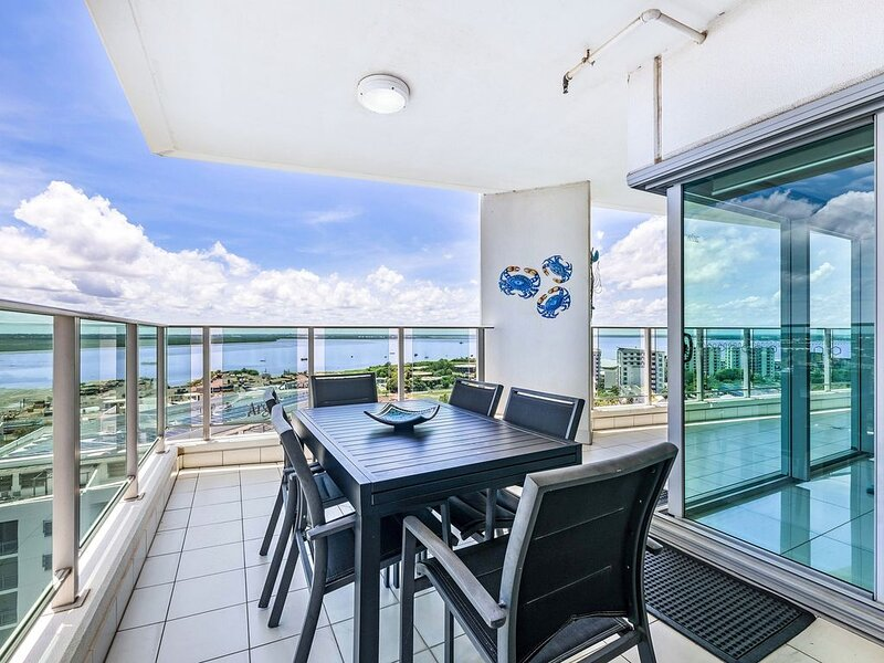 Skytower Sea Views Apartment, holiday rental in Northern Territory