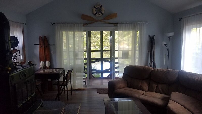 Lake front property with one dock space for boat/jet ski on Lake Wallenpaupack., holiday rental in Newfoundland