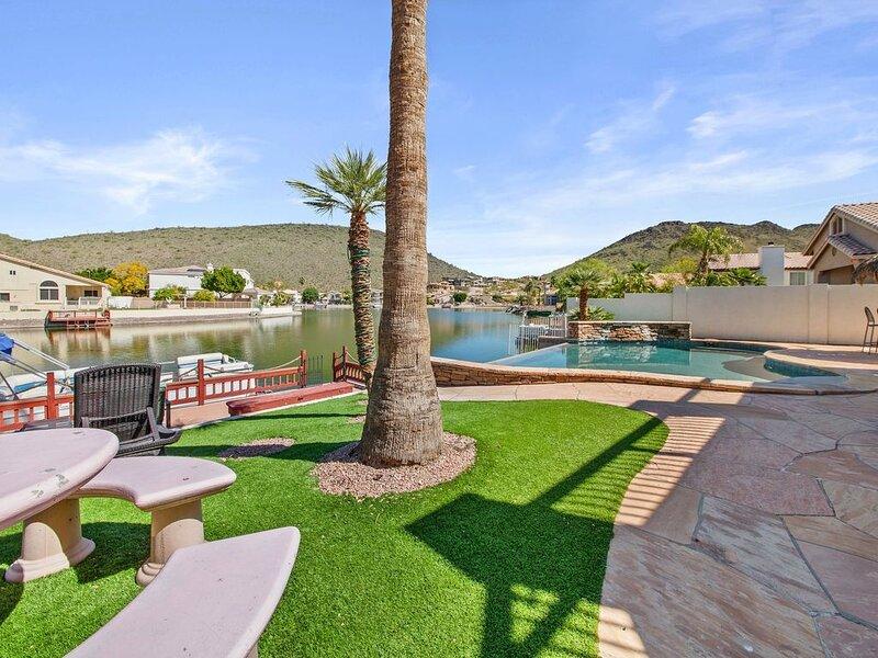 Hacienda del Lago - A Luxury Waterfront 3500sf Hacienda 5-Bedroom with Private P, alquiler vacacional en Peoria