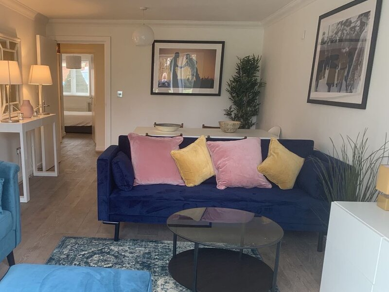 Windsor - Modern Flat in Beautiful Private Estate, holiday rental in Warfield