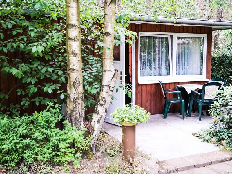 Bungalow 27 in Waldrandlage am See, holiday rental in Schmogrow Fehrow