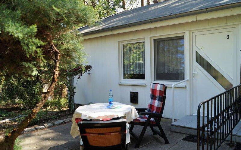 Doppelhaushälfte Bungalow 8 in Waldrandlage am See, casa vacanza a Siehdichum