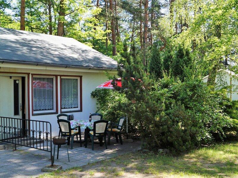 Doppelhaushälfte Bungalow 5 in Waldrandlage am See, casa vacanza a Siehdichum