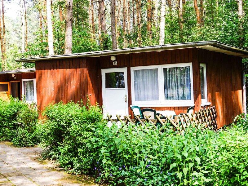 Bungalow 25 in Waldrandlage am See, casa vacanza a Siehdichum