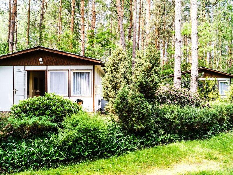 Bungalow 28 in Waldrandlage am See, casa vacanza a Siehdichum