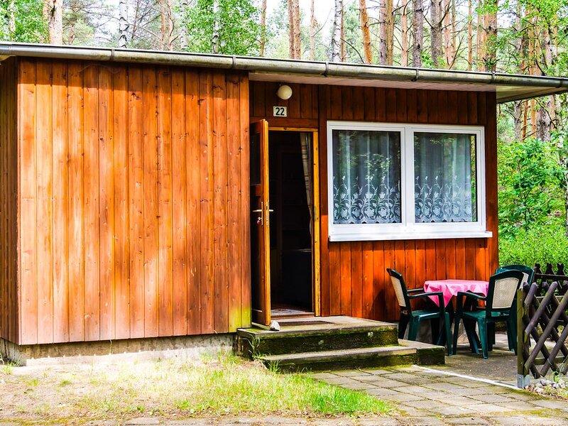 Bungalow 22 in Waldrandlage am See, casa vacanza a Siehdichum