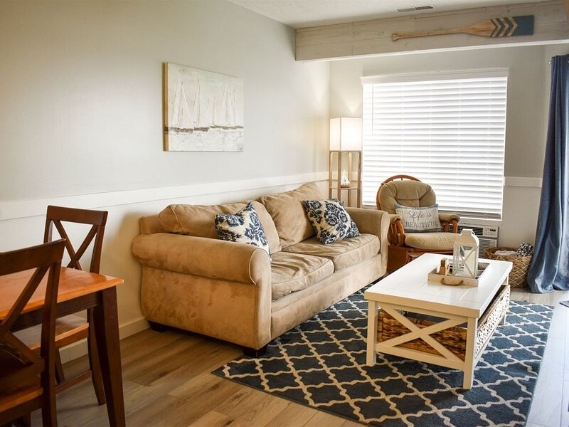 Inn Building #203- Completely remodeled with Free WiFi and all new appliances, holiday rental in Garden City