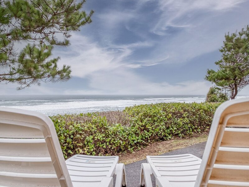 Ocean Front Vacation Home Just North of Seal Rock,, holiday rental in Seal Rock