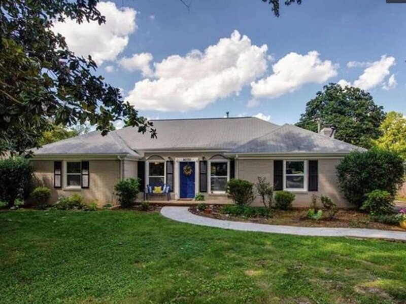 Clean, quaint n cozy-min to CLT 4 bed gem!, holiday rental in Matthews