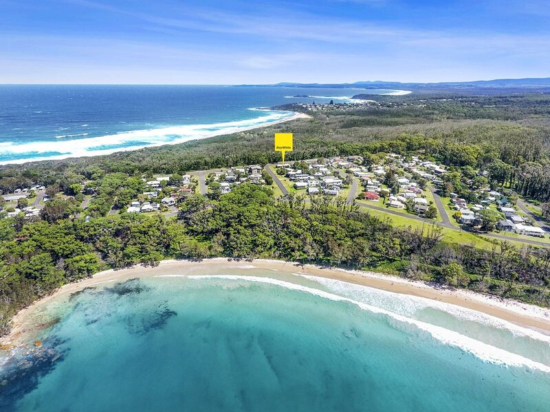 Waratah Cottage close to beaches, cafe and boat ramp, holiday rental in Bendalong
