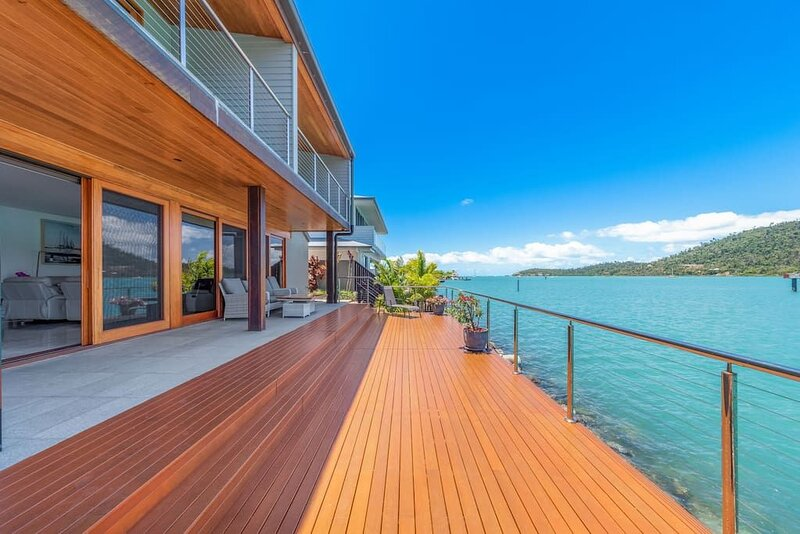 14 The Cove - Waterfront Whitsunday Home, holiday rental in Jubilee Pocket