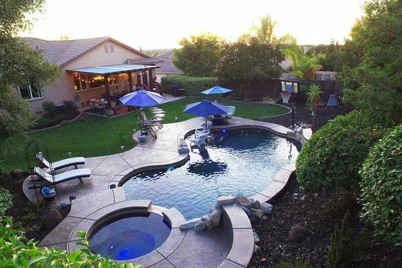 Gallinger · Fabulous Grand Home Pool~Jacuzzi Central Walkable, alquiler de vacaciones en Plymouth