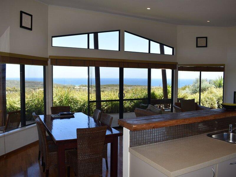 Fantastic Panoramic Ocean Views, holiday rental in Karridale