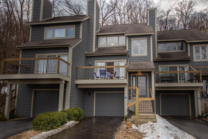 Territory View - A Dog Friendly Townhouse in the Resort Core - 3BR/2Bath, holiday rental in Galena
