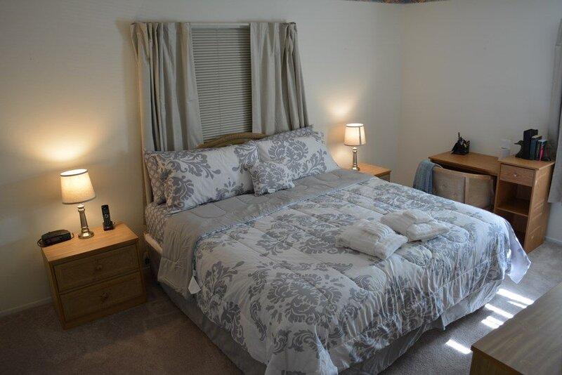 GOLF COURSE VIEW 2 BEDROOM 2 BATH CONDO, holiday rental in Ventura