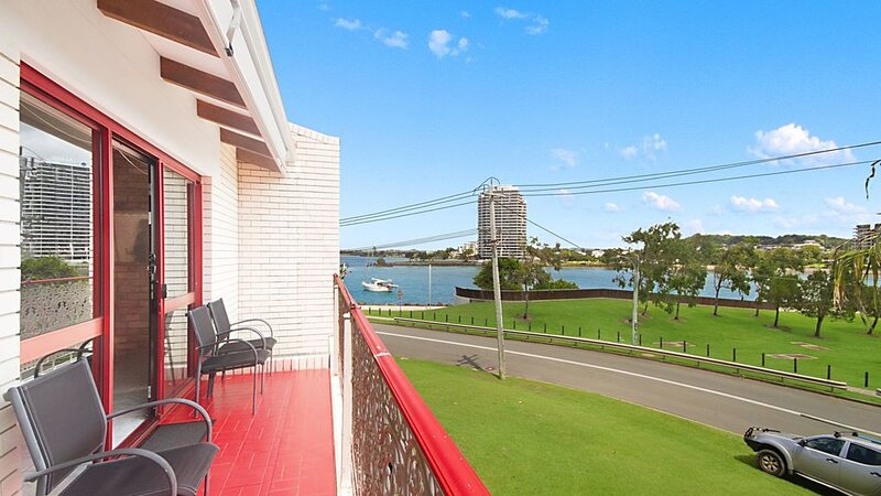 Coral Gardens Unit 2 Easy walk to Twin Towns Services Club and beaches, aluguéis de temporada em Tweed Heads