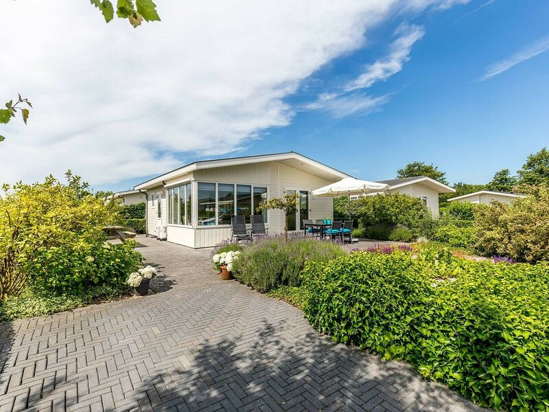 Freestanding luxurious four-person holiday home near the sea and the beach., vacation rental in Noordwijk