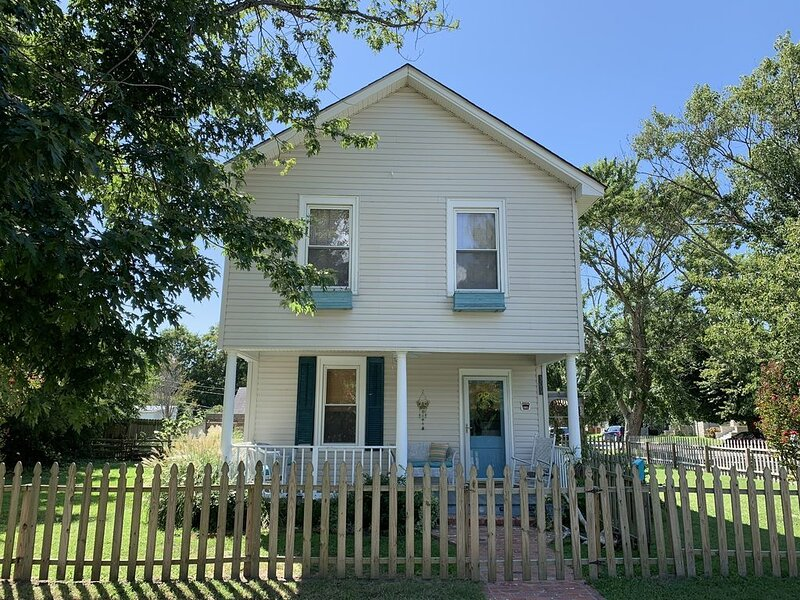 GOOD VIBES IS WHAT YOU'LL FEEL WHEN YOU STEP IN TO OUR NEWEST LISTING!, holiday rental in Cape Charles