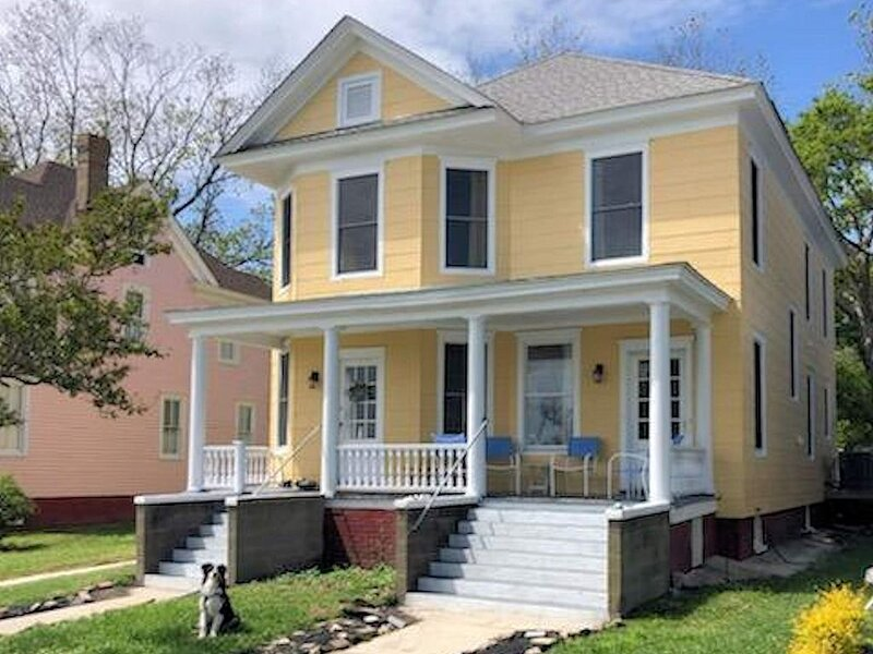 The Mermaid - New Listing Sleeps 10 in Prime Location, holiday rental in Cape Charles