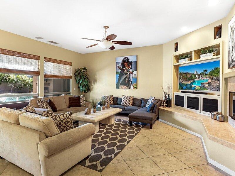 Luxury home in gated community, 1 block from Empire Polo Fields, alquiler de vacaciones en Indio