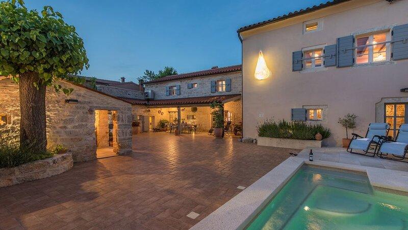Villa L'Esprit, Besonderes Juwel mit 5 Schlafzimmern renovierte Künstlervilla, P, location de vacances à Svetvincenat