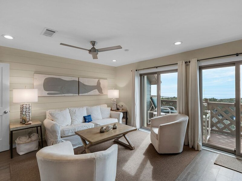 The Perfect View.Sit and watch the sea! Straight out the back gate to the beach!, vacation rental in Inlet Beach