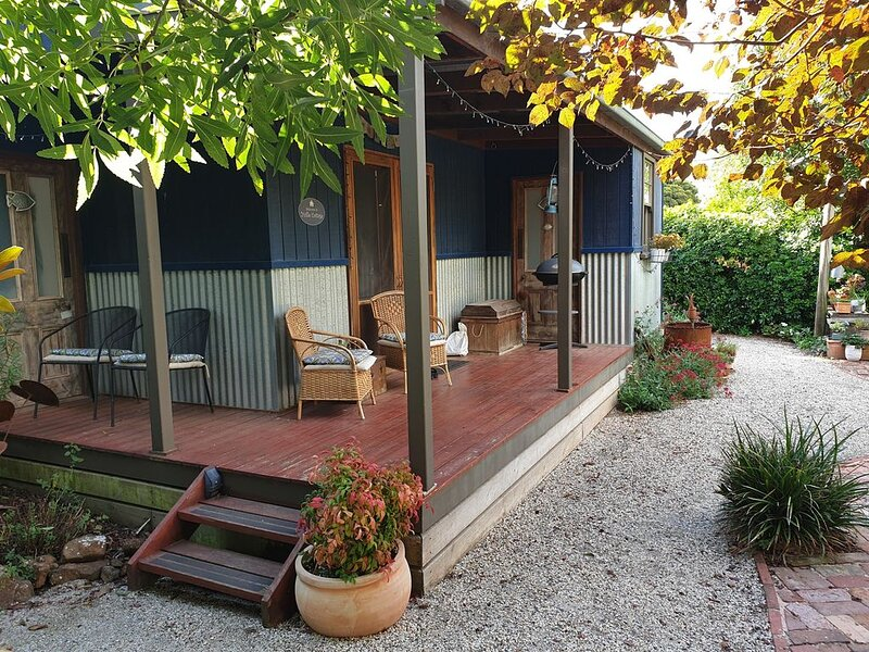 Self contained, comfortable and a lovely private garden setting, holiday rental in Buninyong