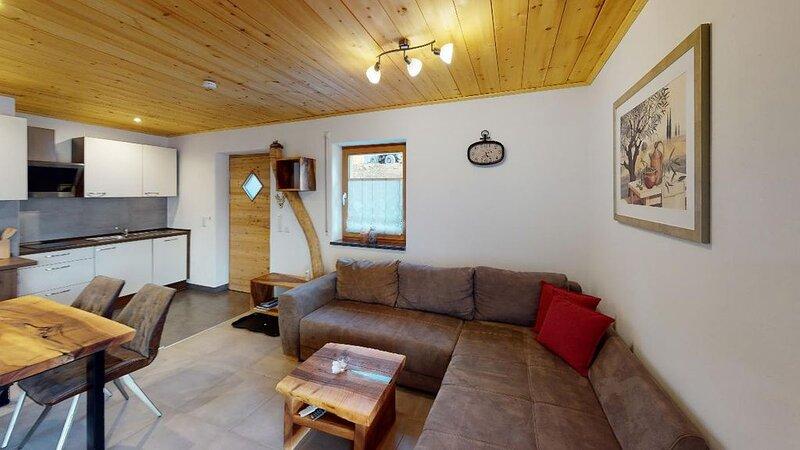 Feriendomizil mit Zirbenholz gestaltet. Sauna und großzügige Terrasse., location de vacances à March