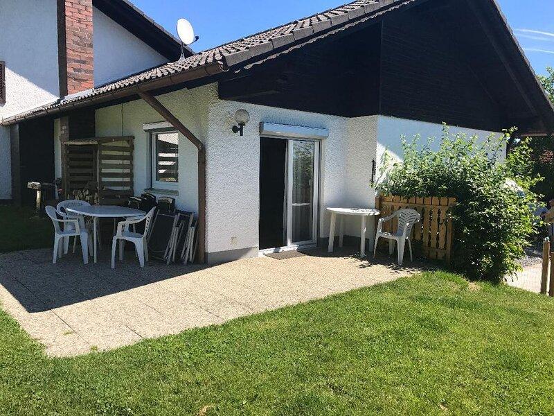 Ruhiges Ferienhaus mit 3 separaten Schlafräumen und großem Garten, vacation rental in Waffenbrunn