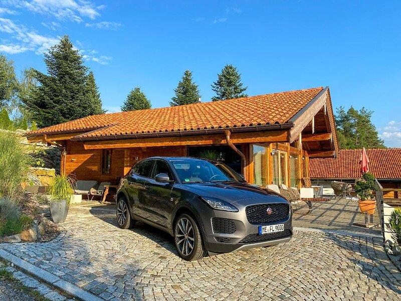Neu erbaut, in erhöhter Ortsrandlage mit herrlichen Blick ins Miltacher Regental, vacation rental in Waffenbrunn