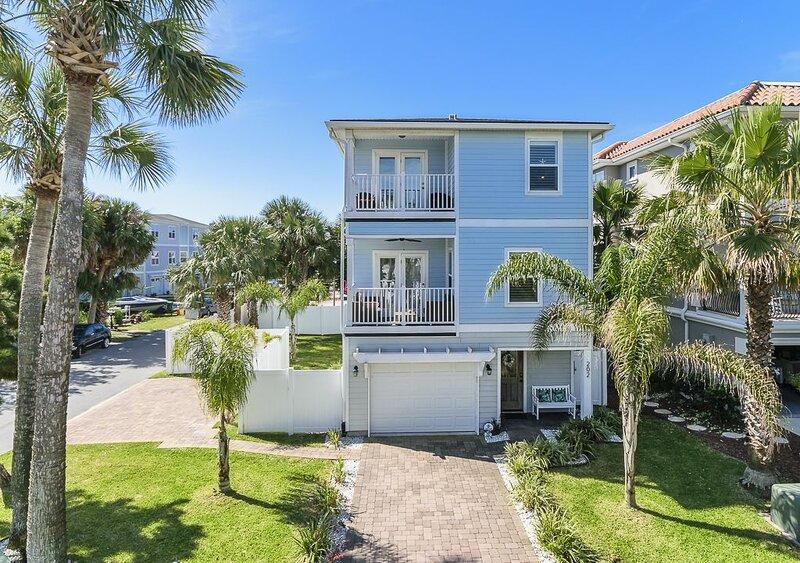 2 blocks from ocean 4 bedroom pet friendly home in S. Jacksonville Beach, FL, alquiler vacacional en Jacksonville Beach