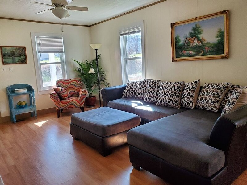 Hummingbird Cottage on the Greenbrier River, holiday rental in Greenville