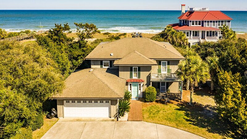 Charming Oceanfront Home Steps to the Beach, Perfect for a Family Vacation  Coul, holiday rental in Georgetown