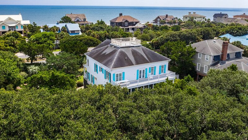 Beautiful Upscale Home Privately Located Steps from the Beach, holiday rental in Pawleys Island