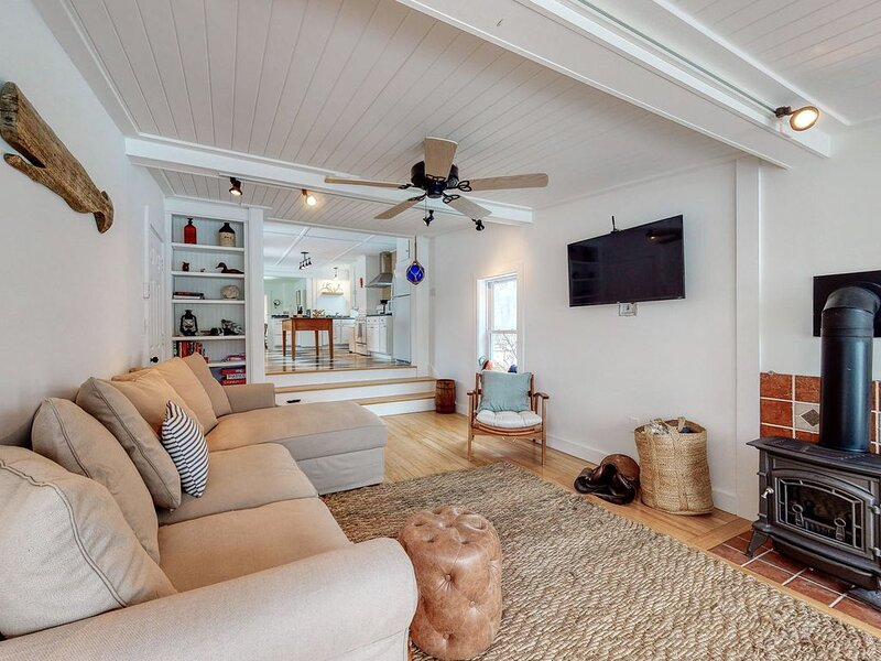 Historic Dog-Friendly Home near the Beach w/Updated Amenities, Patio, & Grill!, holiday rental in Kennebunks